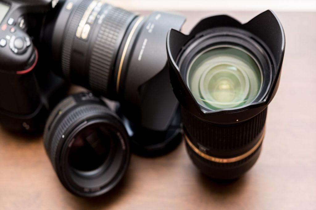 デジタル一眼レフと交換レンズの画像